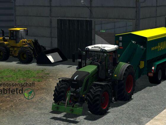 Überladewagen voll mit Dünger laden und los zum Streuen. Die 4 Gabe auf Weizen.